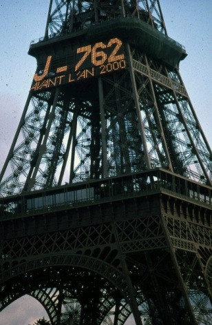 Paris_EiffelTower_2000-762days (418x640)