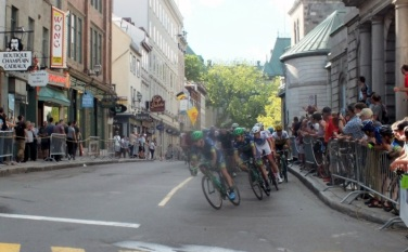 Bike race thru city